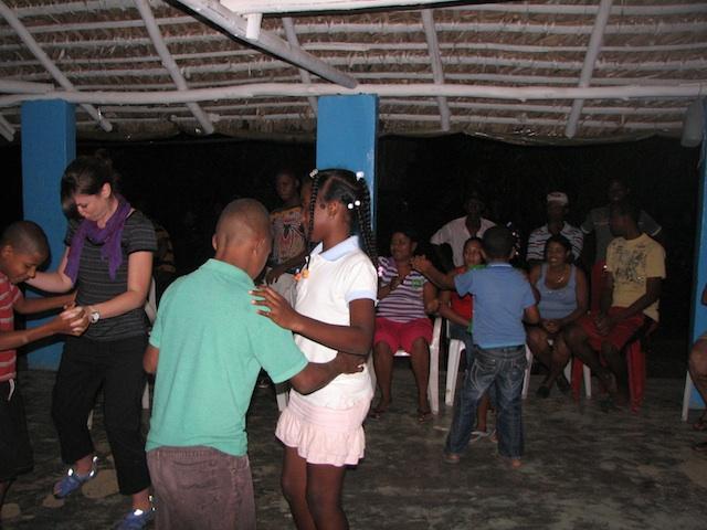 Kids dancing Moranga