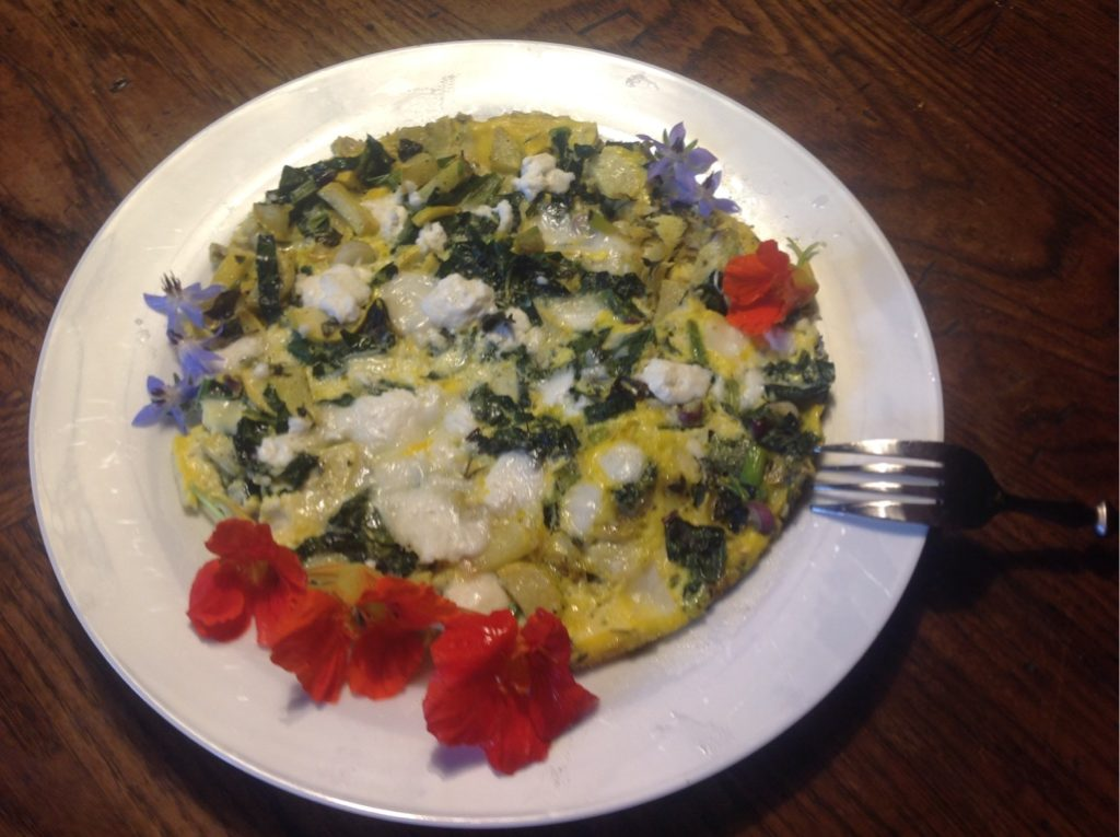 Omelette with edible flowers